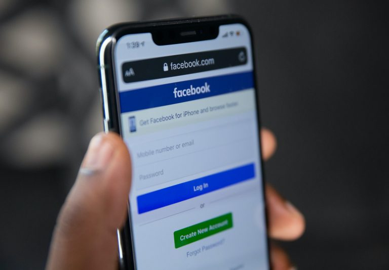 Facebook Dark Mode for IOS and Android Apps