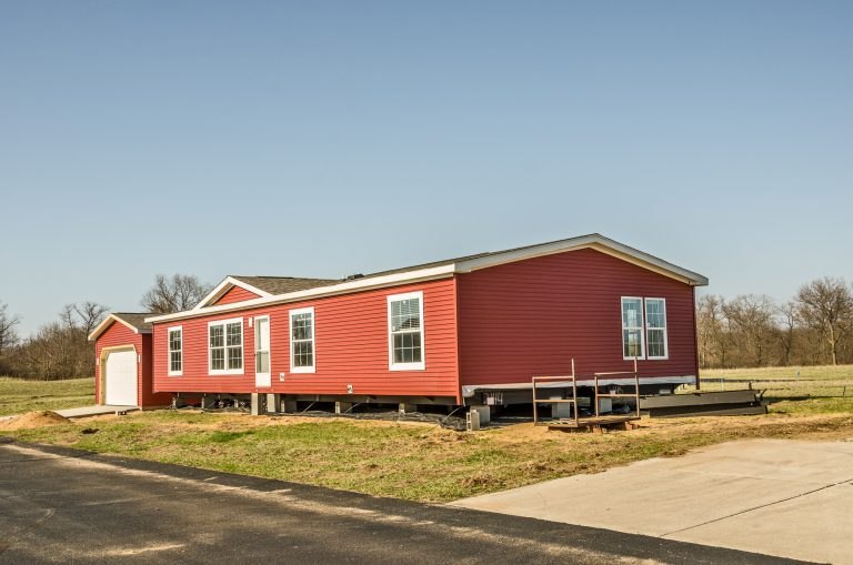 House Hunting? Why a Manufactured Home May Be Your Best Bet