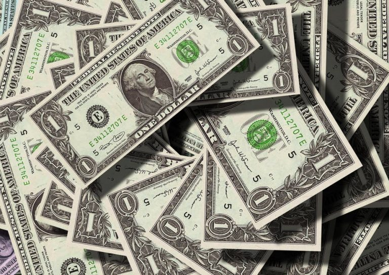 How to Invest Your Money Wisely: 4 Tips for Beginners